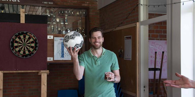 De bal wordt hier getoond voordat hij verdween
