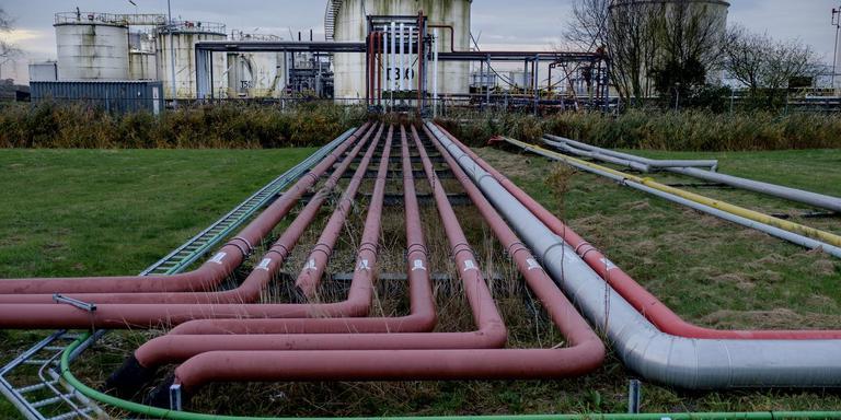 Het terrein en de installaties van North Refinery worden gesaneerd. Foto: Archief Jan Zeeman.
