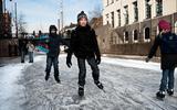 Gemeente Groningen stelt vanaf dinsdag alsnog vaarverbod in op diepenring in Stad. Kunnen we daar straks op natuurijs schaatsen?