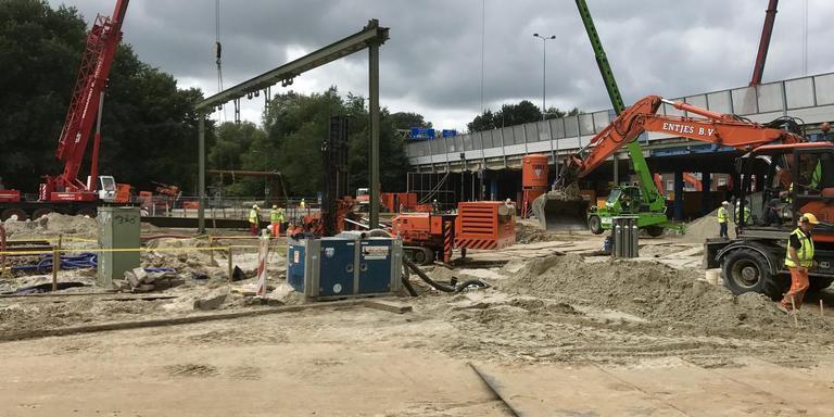 Werkzaamheden op de plek van het spoor in Groningen. Foto's DvhN