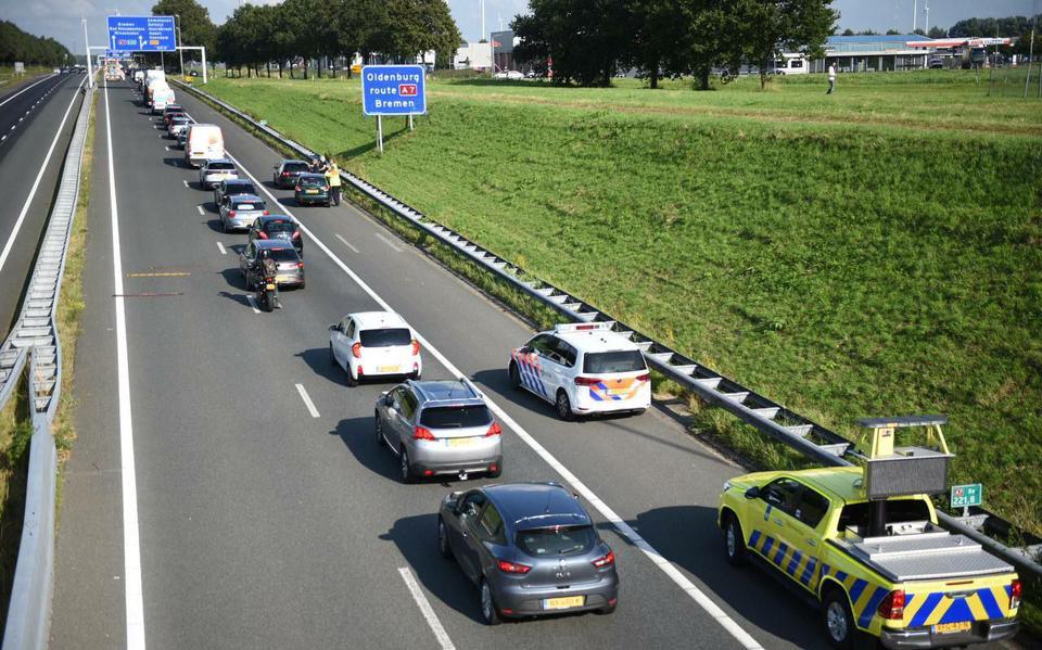 File op de A7 richting Winschoten door ongeluk bij Zuidbroek.