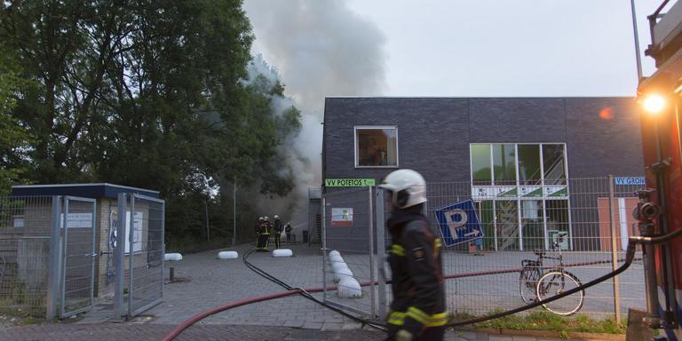 De brand bij het oude kantinecomplex. Foto: DvhN/Roelof van Dalen