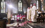 Ring, mijter en staf voor nieuwe bisschop Van den Hout