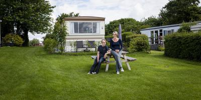 Teus van Ruiswijk en Karin Hardonk op camping Roodehaan. Foto Archief Geert Job Sevink