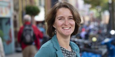 Carine Bloemhoff van de PvdA pleit voor invoering van een basisbaan in Groningen. Foto Jeroen van Kooten