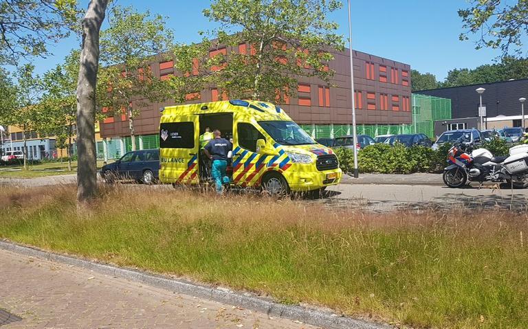 Vrouw in Assen gewond na aanrijding.