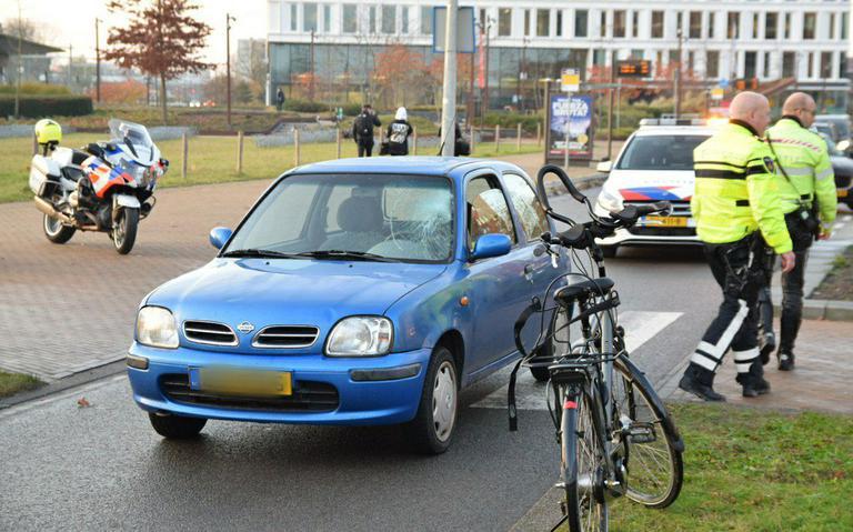 Fietser gewond bij botsing met auto op het Helperpark.