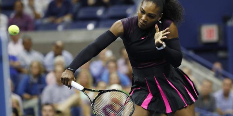 Serena Williams met moeite naar halve finales