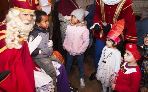 Het wordt waarschijnlijk een duur jaar voor Sinterklaas en de Kerstman.