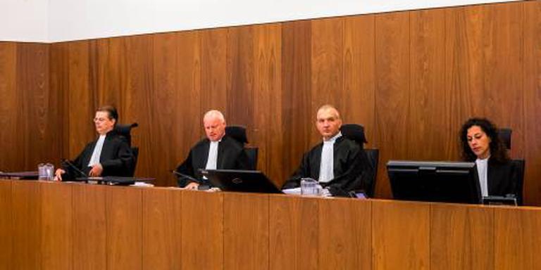 Rechter roept Holleeders tot de orde