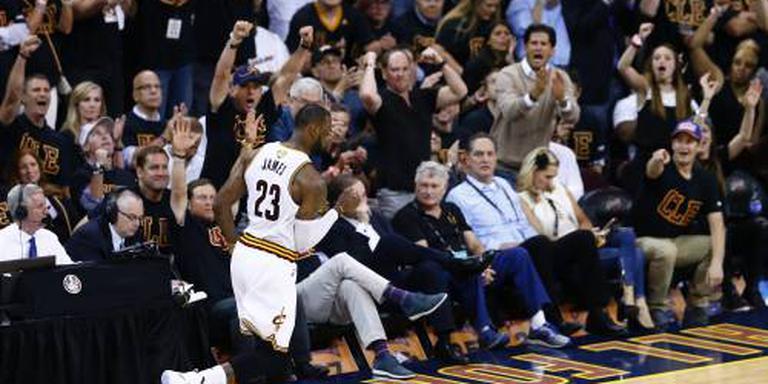 Cavaliers en Warriors winnen