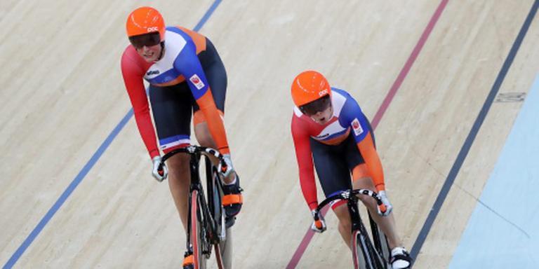 Ligtlee en Van Riessen bij de teamsprint. FOTO ANP