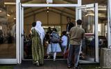 Nog eens 50 Afghaanse vluchtelingen arriveren in de kazerne in Zoutkamp.