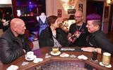 Miranda Apenhorst-Hollweg (r) en Stephan ter Haar (tweede van rechts) van Eroshop Love&Play. Foto: Martin Zaagman