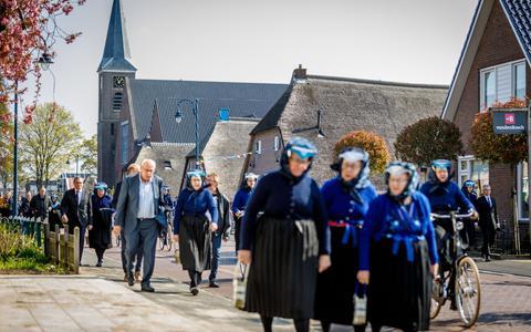 Inwoner van Staphorst wil een boete voor journalisten die kerkgangers fotografeerden bij coronadienst in Hersteld hervormde kerk