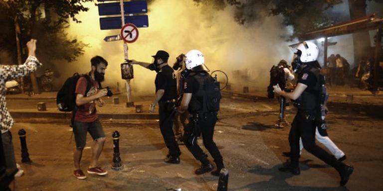 Turken de straat op om aanval op platenzaak