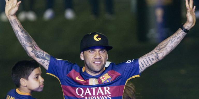 Alves na acht jaar weg bij FC Barcelona