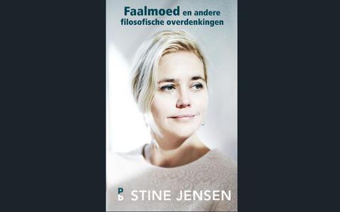 Behaaglijke overpeinzingen van inhoudelijk lichte Stine Jensen | boekrecensie ★★☆☆☆