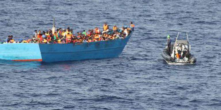 Tientallen migranten vermist na zinken boot