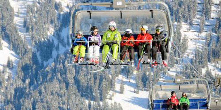Skischoenen 's avonds taboe in Tirols skioord