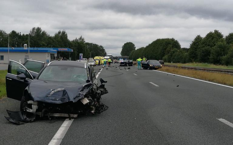 Ongeluk met meerdere autos veroorzaakt file op A28.