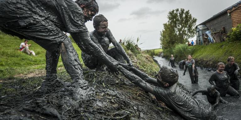 Mudrun op z'n veenkoloniaals: als er geen modder is maken we modder