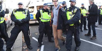 Britse politie arresteert 70 milieuactivisten