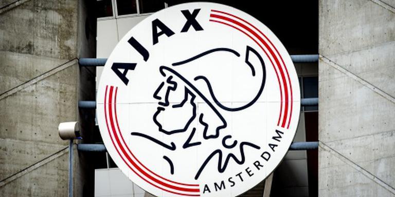 Ajax bindt talent Dolberg