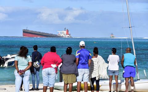 In Beeld: Olieramp bij Mauritius