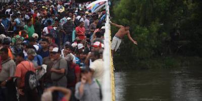 Duizenden Hondurezen op weg terug naar huis