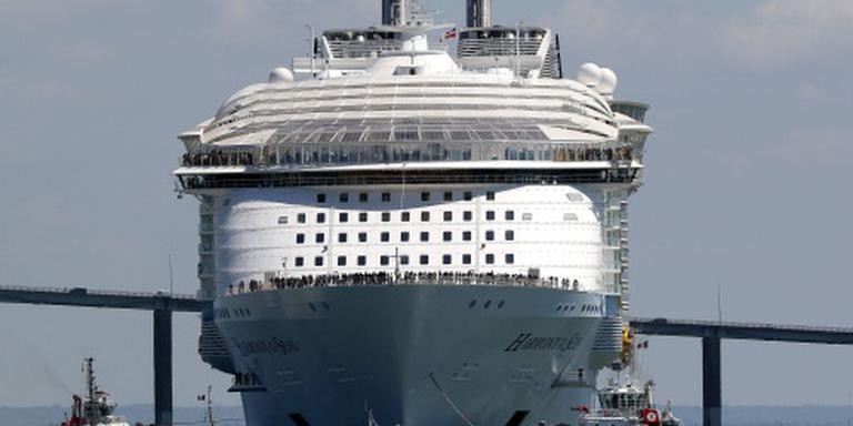 Grootste cruiseschip legt aan in Rotterdam
