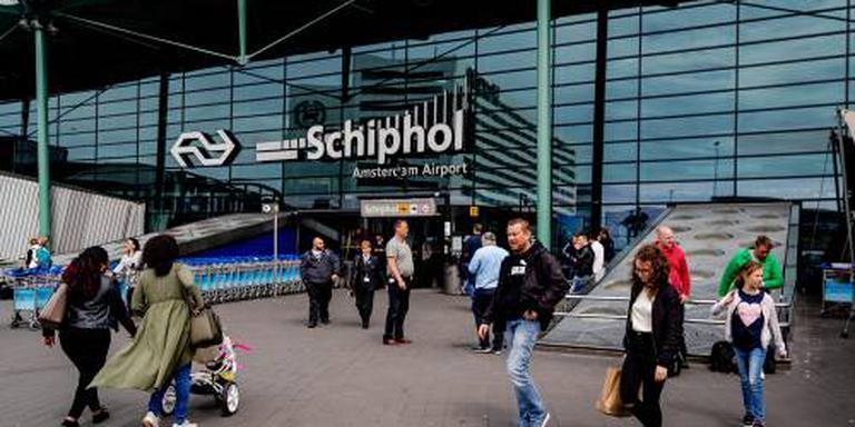 Syriëgangster met baby op Schiphol opgepakt