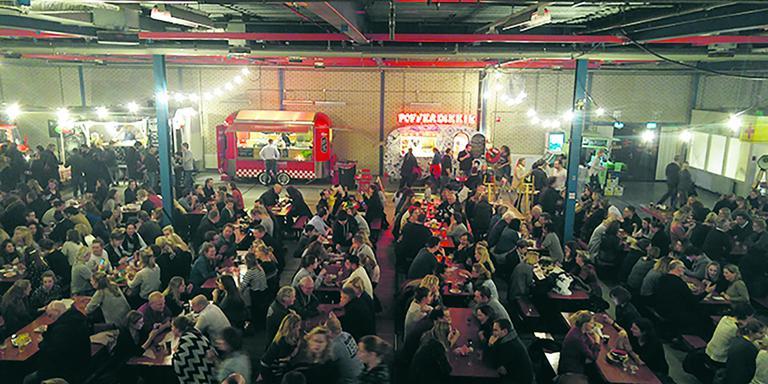 Gezelligheid in de Foodhallen van het Noorden. Foto DvhN