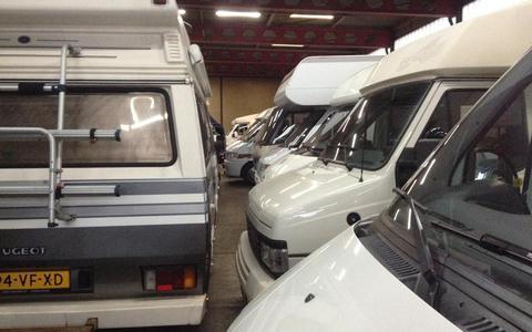 Beheerder caravanstalling Meppel met de noorderzon vertrokken, huurders maken zich grote zorgen