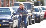 Ruim 21.000 mensen kregen boete voor bellen op de fiets. Ben jij die ene in Loppersum?