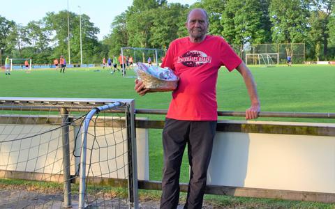Na dertig jaar vindt vv Sweel verzorger Jan Timmer uit Aalden het welletjes. 'Toch een dubbel gevoel, want ik ging er steeds meer van genieten'