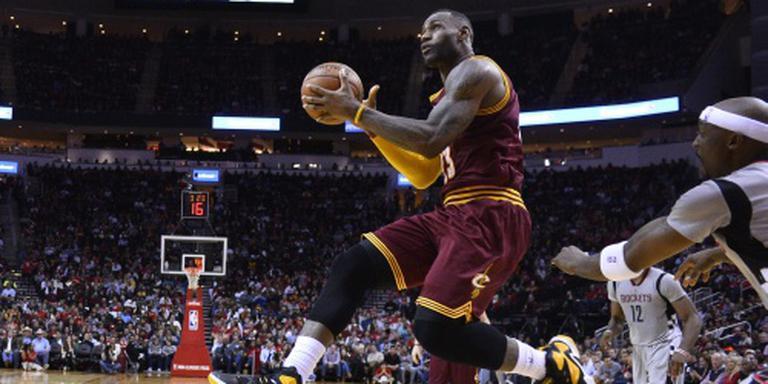 LeBron James weer op dreef voor Cleveland