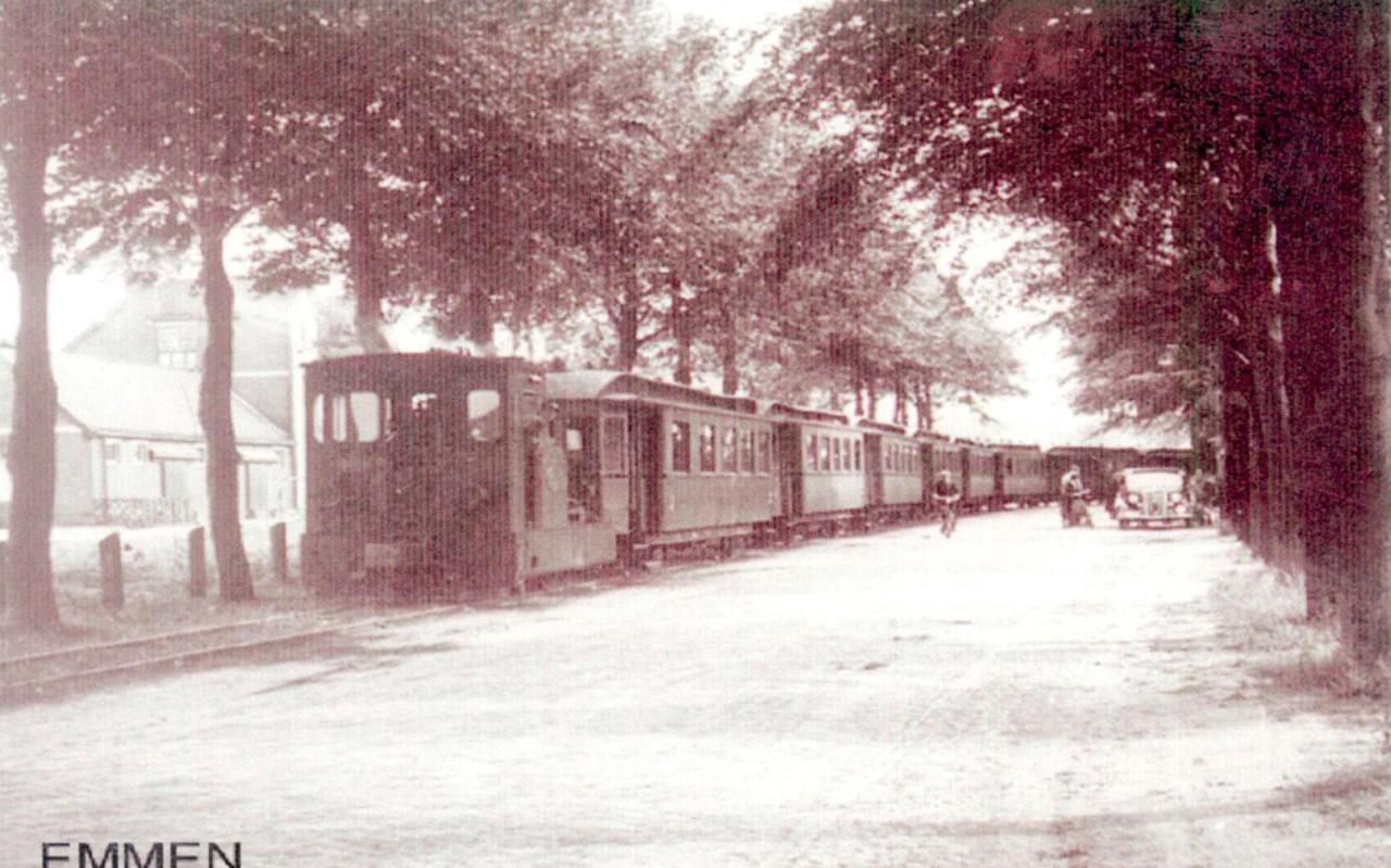 Een tram van de EDS in Emmen in de jaren dertig.