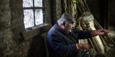 Thies Dijkhuis, de laatste boer van Euvelgunne is overleden. Foto: Archief DvhN/Corné Sparidaens