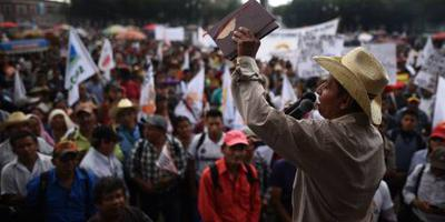 Duizenden eisen vertrek president Guatemala