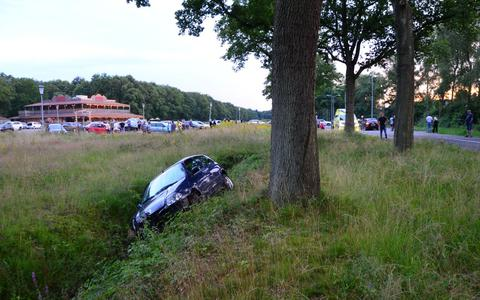 Auto in de sloot in Veendam.