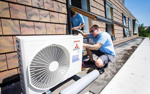 Het wordt 30 graden en je wil een airco laten installeren? In september ben je de eerste. 'Mensen denken er pas aan wanneer het 25 graden is'