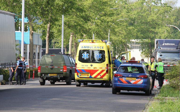 Ongeval met legervoertuig in Meppel, gewonde afgevoerd naar het ziekenhuis.