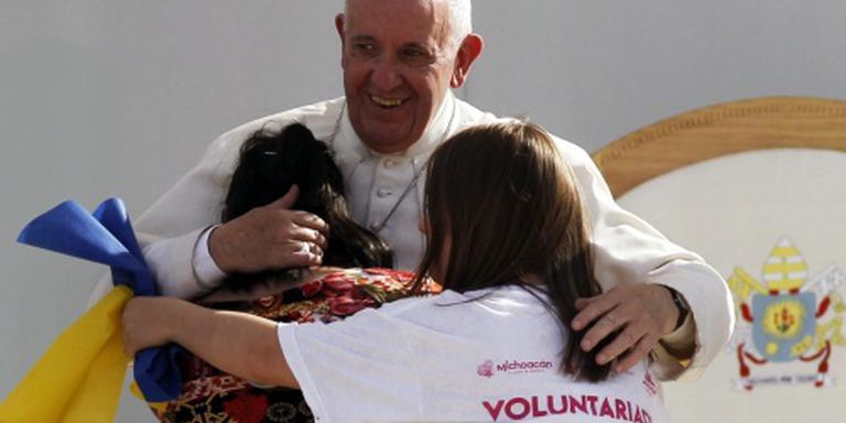 Paus wil rol vrouw als diaken onderzoeken