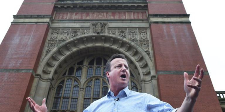 Cameron kondigt aftreden aan