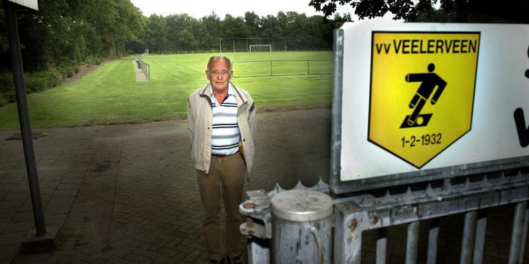 Autoloze voetbalfan toch naar Veelerveen