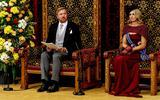 Koning Willem-Alexander leest, met aan zijn zijde koningin Maxima, de troonrede voor op Prinsjesdag aan leden van de Eerste en Tweede Kamer in de Ridderzaal.