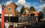 Aan de Lageweg in Wedde zijn sloopwerkzaamheden gaande na een felle woningbrand.
