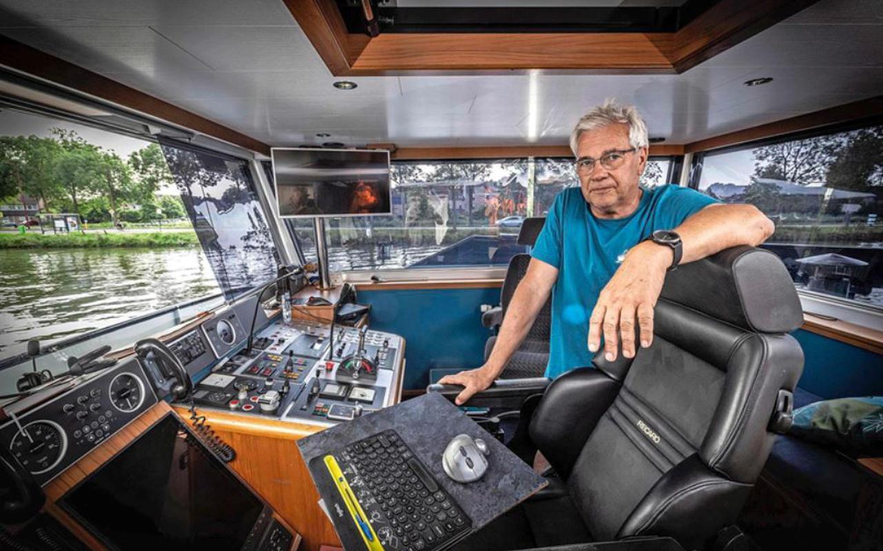"""Gerrie van Nijenhoff, eigenaar van binnenvaartschip Melvin: """"De scheepvaart moet groener, maar de verbranding van al die vette troep in de biomengsels is zeer vervuilend. Het middel is hier erger dan de kwaal."""""""