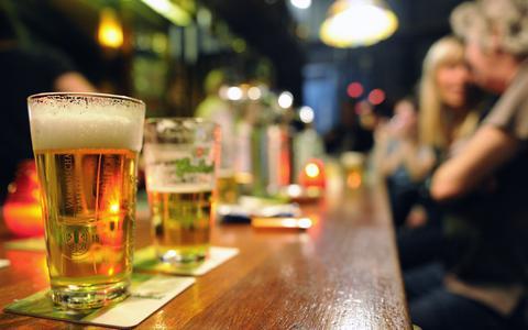 Man (20) kruipt achter het stuur met zestien glazen bier op: rechter legt boete van 850 euro op